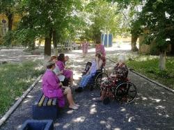 Летние чаепития, прогулки и досуг паллиативных больных в Липецкой больнице. _7